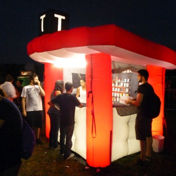 stand-gonfiabile-notte